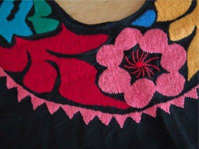 画像3: メキシコ刺繍ブラウス【トゥクステペック】カラフルブラック